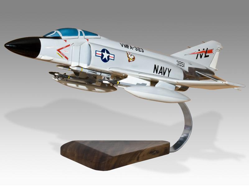 US Navy Douglas F-4 Phantom II Jolly Rogers Desk Display Model 1//62 MC Airplane